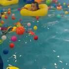 #宝宝##木木孵化记#生完急疹第一次游泳😓七个半月的木木,7颗牙,18斤,75厘米!!是因为吃的太好了吗😂😂