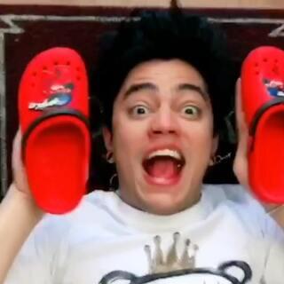 换鞋子要是能这么方便就好啦!周四早上好?#热门##搞笑##逗比#