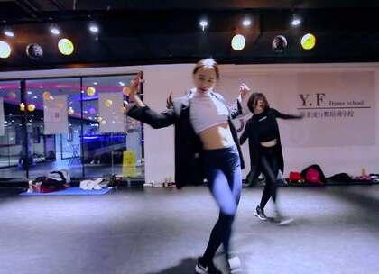 #舞蹈#【欲非爵士舞】百人一线强化班MAY导师最新编舞#Marian Hill - One Time#这支舞结合了女性的柔美和男性的力量感,又美又帅的urban dance,穿着西装跳更帅了!为晶晶老师和丹琪老师疯狂打call😊👻👻
