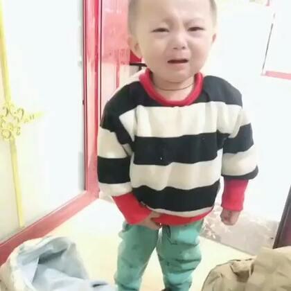 家里又多一名抢卫生巾的宝宝 #宝宝#