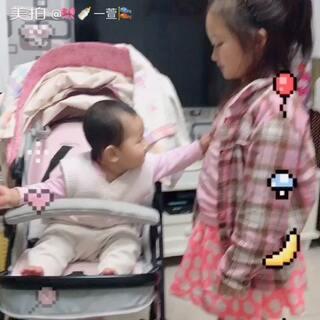 妹妹八个半月,会配合姐姐一起疯😂#U乐国际娱乐##宝宝#