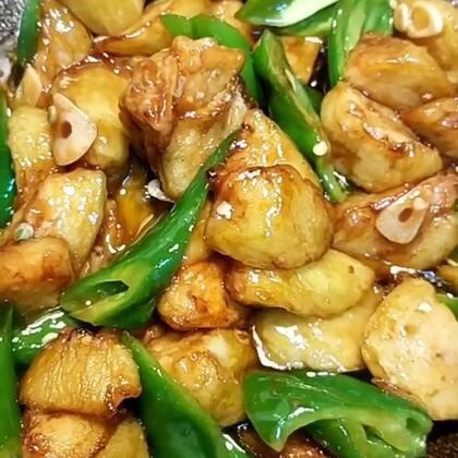 #家常烧茄子##热门##美食#喜欢双击加关注,每天分享美食教程,谢谢支持。