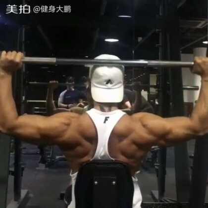 坐姿杠铃颈后推举。主练部位:三角肌前束。适合小杠铃练习。我的卫❤:jianshendapeng 无条件帮你们制定健身计划 饮食计划。不相信可以绕道 #健身##运动##美拍运动季#