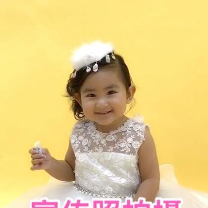 果果在香港国际星拍摄宣传照,表现也不错。#宝宝#,2017.11.19