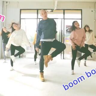 反正我们就是慢啦,要加油跟上潮流啊😘😄😄#boom##美女##U乐国际娱乐#😘😘希望大家喜欢,关注我们,转发点赞哦!!!!