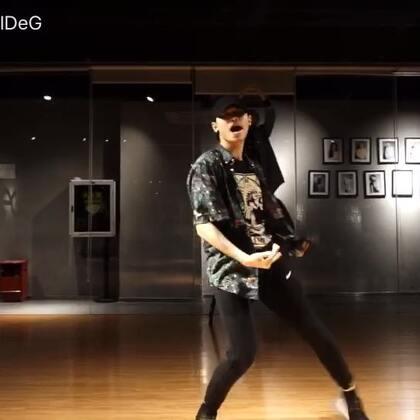 #舞蹈##音乐#🎵love never felt so good -michael jackson。很喜欢这种音乐的感觉,所以就编了😏😏😏期待下一个作品!@美拍小助手 #michael jackson#