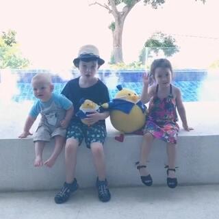 这两天手机里关于孩子们的一些片段#annie和表哥表弟##宝宝#