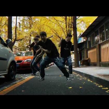 第壹街舞#爱舞蹈爱生活#全职老师-@第壹街舞-小马马 街头小秀!舞蹈来源于生活,街舞来源于街头!让我们一起走在成都冬天即将来临的街头,感受一段热情的舞蹈😄😄