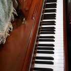 天爱爸爸演奏李斯特音乐会练习曲《叹息》。这首练习曲是训练双手交替弹奏旋律的技巧,对手指的控制力要求很高!#音乐##钢琴##热门#@美拍小助手