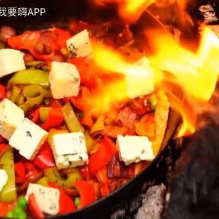 #美食#你的地方冷了吗?寒冷的冬季是不是就想吃点热腾腾的饭菜,反正嗨妹是的,今天的蛋做的很特别哦!Almazankitchen的美食不错哦!#热门#