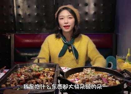 """吃蛙一吃暴富,豪气朵一用""""美元""""擦嘴?😲#大胃王朵一##吃秀##美食一朵朵#"""
