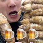 回到家肚子饿的咕咕叫😂😂先吃几个皮皮虾开下胃,现在皮皮虾有的带膏了,哪怕没带膏肉也是很鲜的,顺便喝点啤酒更过瘾!#热门##吃秀#今天皮皮虾有活动😍😍😍http://item.taobao.com/item.htm?id=560509992778 88=3盒