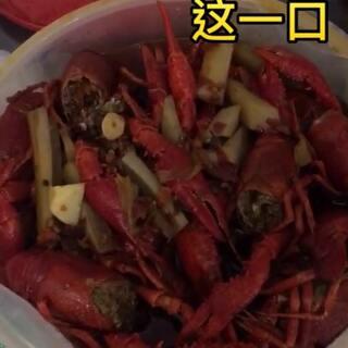 突然想吃这一口,小龙虾外卖我只选他们家。虾肉新鲜结实,处理的很干净。关键是味道好👍香辣和蒜香难以取舍,所以都点了#美食##吃货##我要上热门#@💋大胃王桐桐💪
