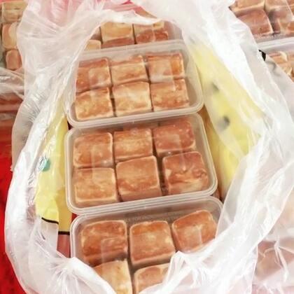 上午出去把#仙豆糕#扛回来了,中午麻麻给蒸的包子,我最爱茴香鸡蛋的😁#吃秀##家常便饭#https://weibo.com/u/2671705425