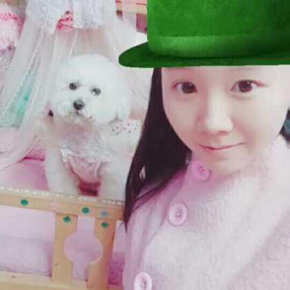 #全民扣绿帽##宠物##穿秀#雨诗姐姐把绿帽子给沫沫啦!沫沫都哭了😂😂,它不想要绿帽子,可怜的娃@罗姒冰的尹沫沫 沫老大应该是想我母亲大人了吧,点赞是仙女😘😘😘