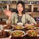 """""""酒醉肉迷""""宴!啃完排骨还不够味,竟用调料自制重口味美食?#大胃王朵一##吃秀##美食一朵朵#"""