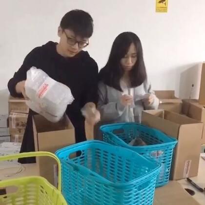一条去厨娘物语杭州仓库的日常!!希望能努力,给大家越来越好的服务。谢谢大家支持!😘😘😘#日志##厨娘物语##白眼生活日常#