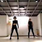 #舞蹈##look what you made me do# 如果不是棒棒的你@mandy-sun 在镜头里面这个视频我肯定不会上传,哪里怪怪的!跳的好憋屈😂 当做个纪念吧 你的进步使我快乐