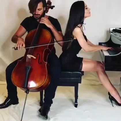 这次是和上次完全不同的两种风格,听出来是什么曲子了吗?#U乐国际娱乐##钢琴##大提琴#