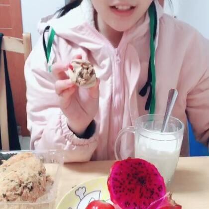 #吃秀##吃货#@晓晓爱美食🍰🍩🍦🍔🌭 有没有人是从处女座的吃播就喜欢她的😘😘她现在过的可幸福了,祝姐姐生个可爱,皮肤和妈妈一样水灵眼睛👀大大的宝宝😁