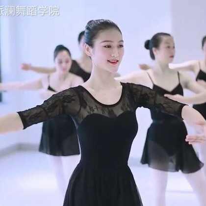 #芭蕾舞#把上训练#芭蕾足尖基训#舞姿飘逸柔和,在旋转足尖之处流淌着细致的柔美👯#中国舞#教练班芭蕾教学结课视频📷@美拍小助手@舞蹈频道官方账号