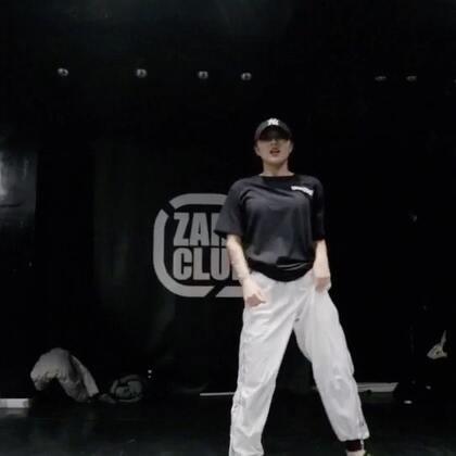 47老师的最新编舞 ~ @刘诗琦-小詩 平常美美的47老师跳起黑怕简直不能再Man ! 男友力爆棚有没有 ! @嘉禾舞社通州店 #舞蹈##嘉禾舞社#