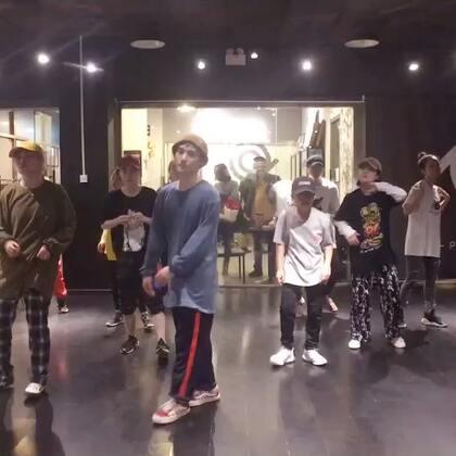 @安琪👧🏻元気少年🎒👣 @叮_Tin_psc @PureSoul舞蹈工作室 ✌️ 最爱叮叮老师hiphop,头疼眼花也要坚持上😜😜👏👏🎉🎉💃💃🎒🎒🎊🎊😘😘💪💪😇😇🙆🙆