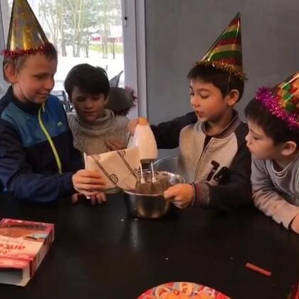 唐僧8岁啦👏希望越来越懂事开心快乐健康哦!#法国混血三宝##宝宝生日快乐##海外生活#