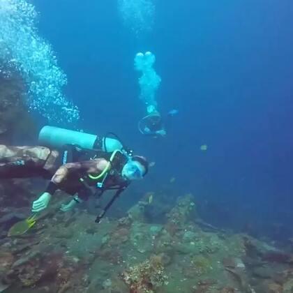 带你飞天之旅之后,现在带你去巴厘岛图蓝本探索美国自由号沉船,带你上天,带你下海,满意了吧^_^#带你去旅行##巴厘岛##潜水#