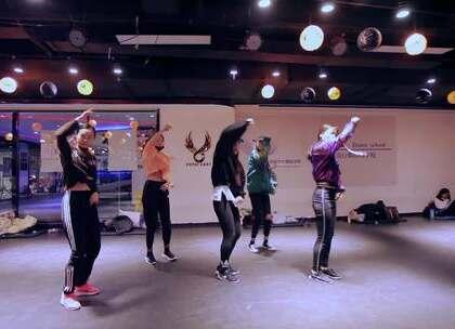 #舞蹈#欲非Alina导师最新随堂视频,来自#NCT127-whiplash#一首欢快又帅气的HipHop,天气越来越冷来舞室赶紧练起来吧~😝😝😝