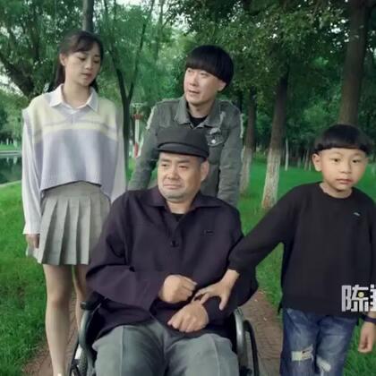 依偎在父亲的身旁的我,内心一直在等待...#陈翔六点半#