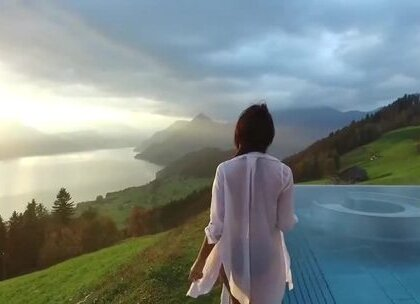 建在瑞士中部比尔根山脉间的贵族酒店Hotel Villa Honegg,室外泳池拥有无敌山景还能直接看到琉森湖分分钟变成超火的打卡圣地,真的是贫穷限制了我的想象#涨姿势#