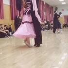 为参加深圳CBDF总决赛进行的模拟赛,飞豪和佳言越来越有默契了,加油!!💪💪💪谢谢@大柠(祝一柠)🍋 的视频分享😘😘@蜜蜜밀밀👄💄💅🏻 @🌸歪歪🌸 #舞蹈##摩登舞#