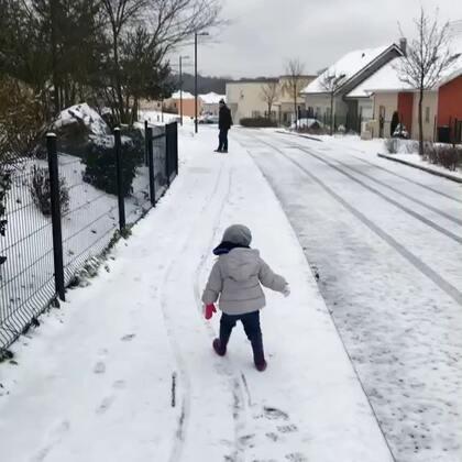 一家人出去玩雪,虽然回家后成了雪糕,但孩子们都玩得好开心😋#法国混血三宝##又是一个滑雪季##海外生活#