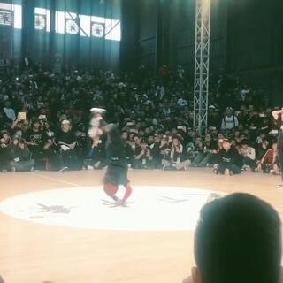 天下布舞,中国小女孩对战日本小女孩,太厉害了😘#舞蹈##小女生#