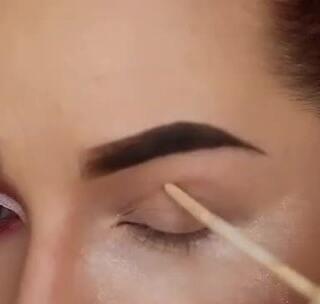 画这样的闪亮水钻眼妆在派对上一定很吸睛!#眼妆##化妆##水钻#
