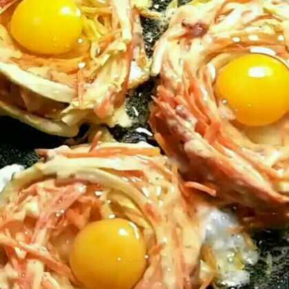 #美食##美食作业#鸟巢煎蛋。你家人会喜欢这款早餐的。食材简单营养丰富。😄多多支持八哥评论666点赞谢谢#醉人的美味#