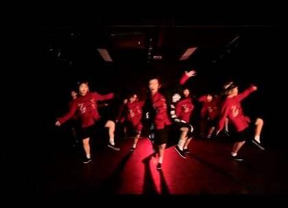 #舞蹈#欲非嘻哈教主Monster导师最新说唱摇滚MV#苦行僧#终于在千呼万唤中和大家见面啦!从编舞到排舞到服装场地到最后的拍摄剪辑,历经一个月!南瞾老师注重MV每一个细节!可谓用心之切!出来的成品真的非常赞👍👍👍浓重的中国风,炫酷超帅舞蹈动作,简直想让人一直循环看啊!@美拍助手