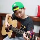 #音乐##未来偶像#10岁小男孩指弹吉他《Despacito》小小年纪,指法技巧就已经如此熟练,前途不可估量 😍