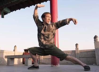 农民工大叔直播练武术,凭惊人腿法爆红网络,秒杀马云功守道#二更视频##直播##我要上热门#