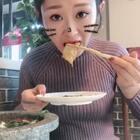哈哈再来一波#吃秀##热门##阿婷食光记#哈哈谁要是请我吃火锅老省钱啦,这家火锅叫巴蜀火锅,也是连锁的。最主要沾料好吃