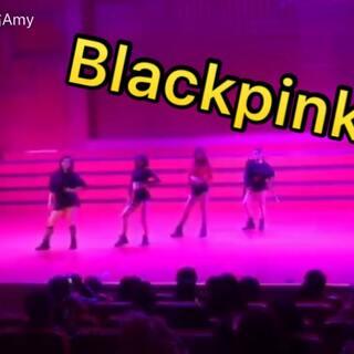 毕业U乐国际娱乐会的表演 跳的#blackpink - as if it's your last# 就像最后一次一样在大学最后的演出 希望大家都可以更好 感谢让我遇见街舞社爱你们❤️#爱舞蹈爱生活##我要上热门@美拍小助手#@敏雅可乐