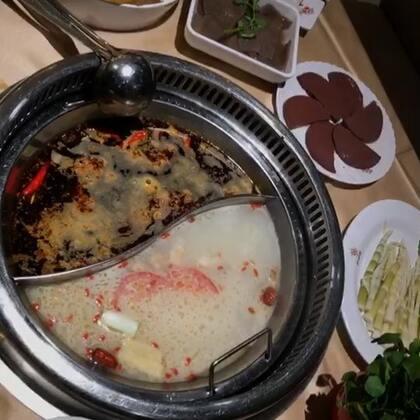 好几天的🤪#吃秀#然后今晚该吃隔三差五就一顿的#宵夜##火锅#了😋嗯撑死了呀🙄太爱芝麻酱了❤️