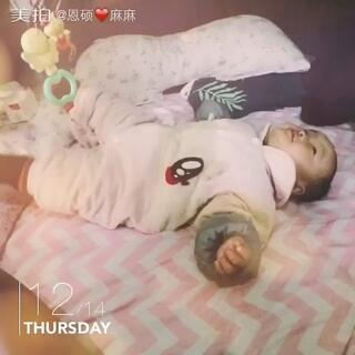 #宝宝#why在家里躺着就很嗨 心情好还能趴一会儿不好一趴就哭🙈搞不懂你一般小宝宝都喜欢趴啊你咋了😅