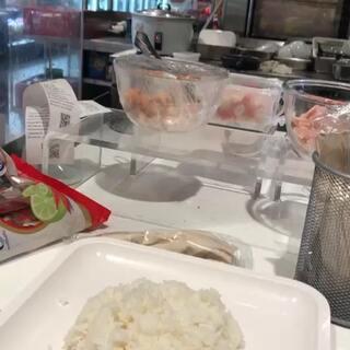 泰国商场,吃着饭听音乐,你们绝对这价钱贵吗,饭量超多#泰国#