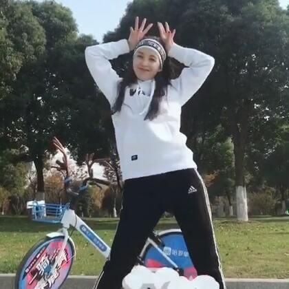 #一骑麋鹿舞#dancer晨练的正确打开方式!大爷大妈必须输给我了哈哈哈哈,麋鹿舞走你,我的小车车是不是最好看最洋气,骑了一天回头率杠杠的!#舞蹈#