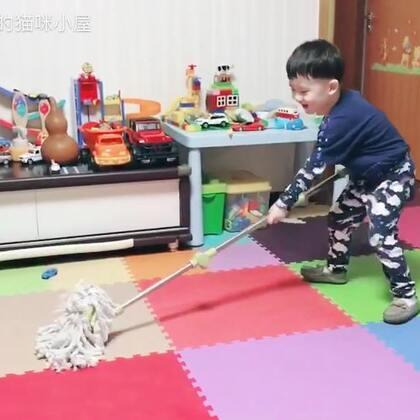 我家的勤劳小蜜蜂🐝 卖力干活听不下来呀😘#帅帅成长记##宝宝##爱劳动的好孩子#