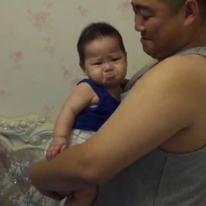 #宝宝的有毒小视频#这是一个有故事的视频~那么泡泡仔也要参加'宝宝有毒'这个话题,所以我再发一次。没看过的朋友快看过来😂,看过的朋友再乐呵一次😊.