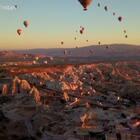 我拍摄的土耳其热气球视频,在美丽的capadocia。所用器材为大疆mavic pro无人机与GoPro hero 4。喜欢请转发!#旅游##爱生活爱旅游##航拍#