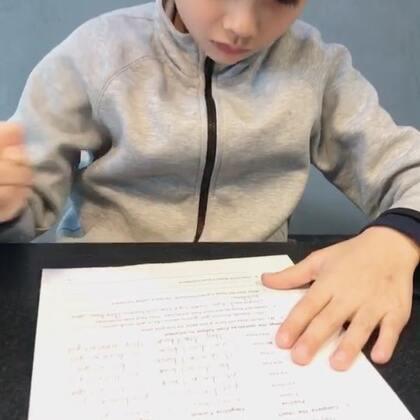 爱学习的宝宝们👍👍👍😁😁😁老大还在继续学英语哦!在成都呆一年学的英语不能丢啊!#好孩子爱学习##法国混血三宝##海外生活#